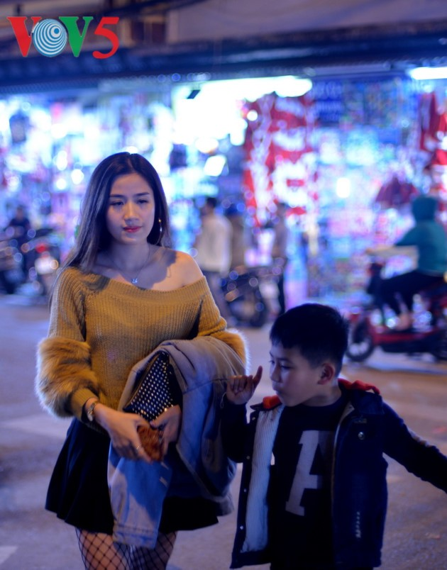 Ambiente navideño de Hanói - ảnh 12