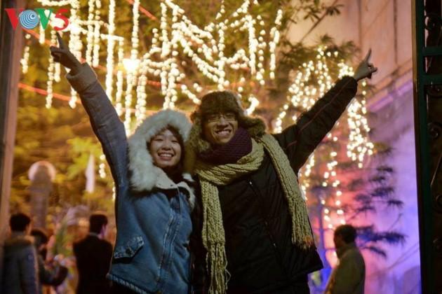 Ambiente navideño de Hanói - ảnh 16
