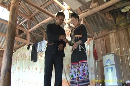 Dan moi, instrumento para declarar el amor de los hombres Kho Mu - ảnh 2