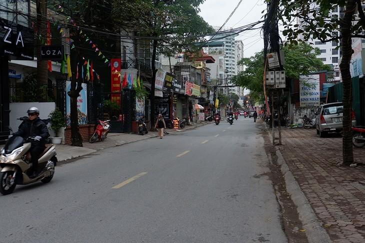 Los hanoyenses celebran el Año Nuevo - ảnh 1