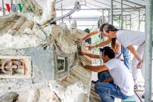 Una mujer extranjera entregada a la preservación de patrimonios culturales de Hue - ảnh 2