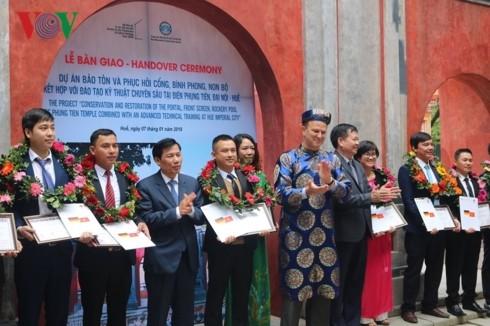 Una mujer extranjera entregada a la preservación de patrimonios culturales de Hue - ảnh 4