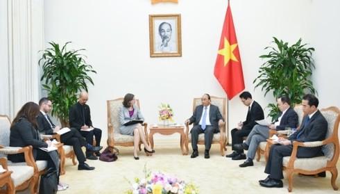 Primer ministro vietnamita recibe a embajadores de Chile y Canadá - ảnh 2
