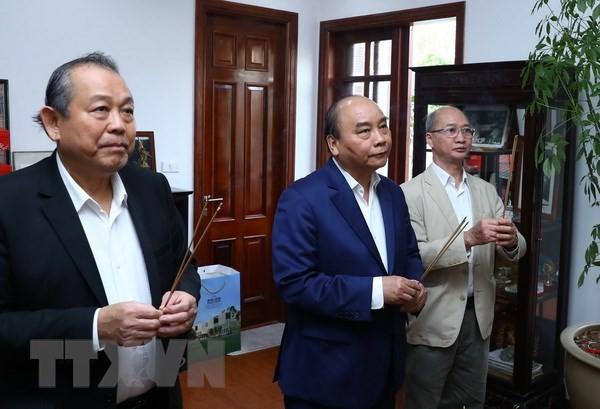 Premier vietnamita rinde homenaje a difuntos líderes del Partido y del Estado - ảnh 1