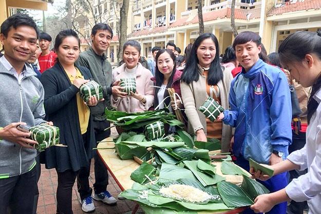 Empaquetar pastel del Tet: una manera de disfrutar la cultura vietnamita - ảnh 2