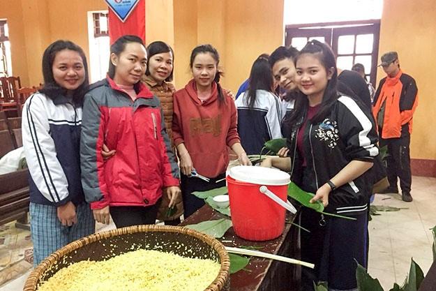 Empaquetar pastel del Tet: una manera de disfrutar la cultura vietnamita - ảnh 1