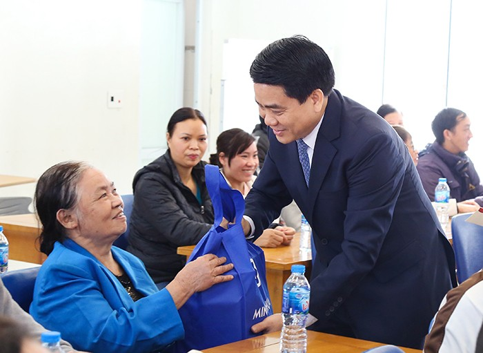 Dirigentes de Hanói y Ciudad Ho Chi Minh felicitan a los religiosos locales en ocasión del Tet - ảnh 1