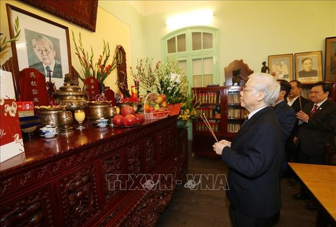 Máximo dirigente de Vietnam rinde homenaje a ex líderes del país  - ảnh 1
