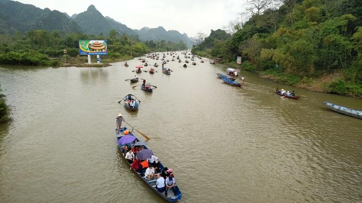 Inician festividades tradicionales en varias localidades vietnamitas - ảnh 1