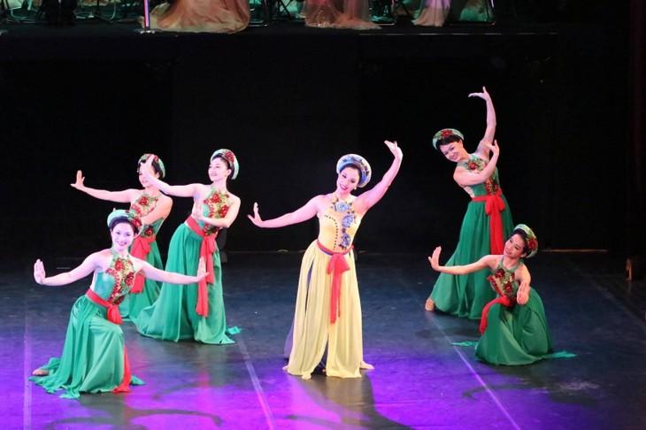 Gala artística en Hanói ofrece un recorrido por el mundo a través de la música - ảnh 1