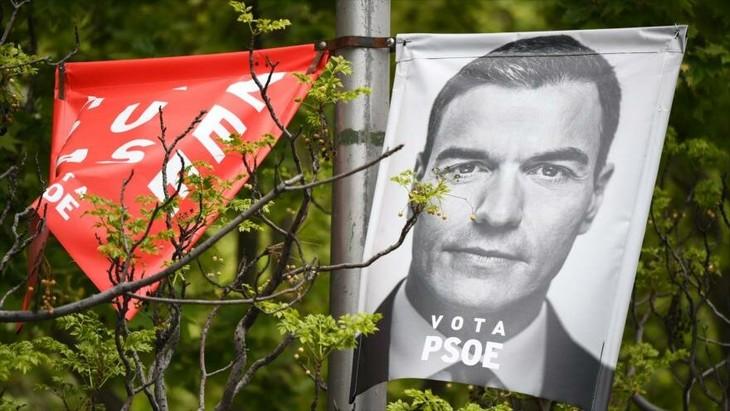 PSOE necesitaría pactar para gobernar España según sondeos preelectorales - ảnh 1