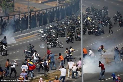 Diversos países del mundo rechazan el golpe de Estado en Venezuela - ảnh 1