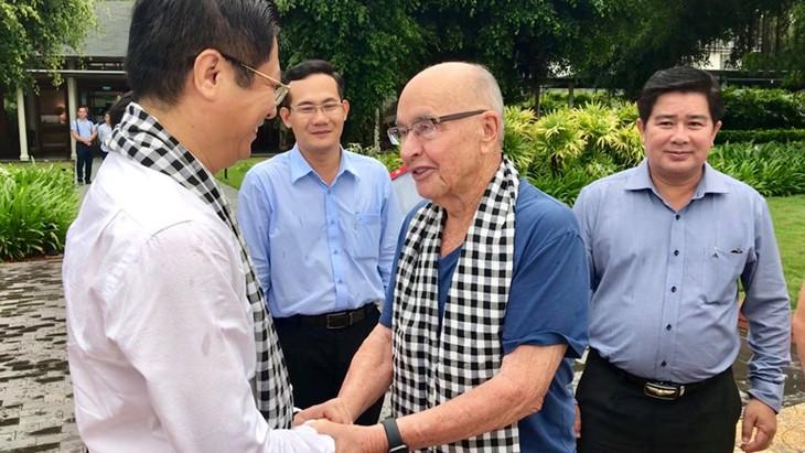 Potentado británico visita ciudad vietnamita de Can Tho - ảnh 1