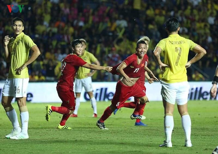 Fútbol masculino de Vietnam se clasifica para la final de King's Cup - ảnh 1