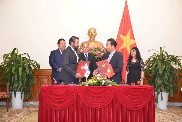 Vietnam y Panamá firman acuerdo sobre exención de visas - ảnh 1