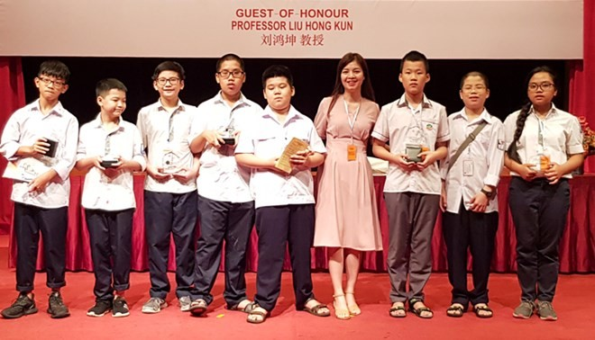Estudiantes vietnamitas ganan cinco medallas de oro en Olimpiada Matemática de Asia-Pacífico - ảnh 1