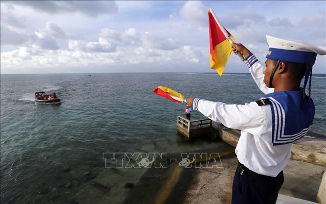 Vietnam expone sobre patrimonios culturales y turísticos de sus islas y zonas marítimas - ảnh 1
