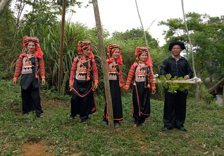 El juego del columpio en la comunidad étnica Ha Nhi - ảnh 2