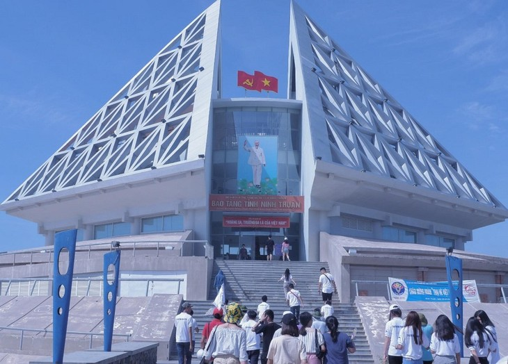 Jóvenes expatriados vietnamitas continúan agenda del Campamento de Verano 2019 - ảnh 1