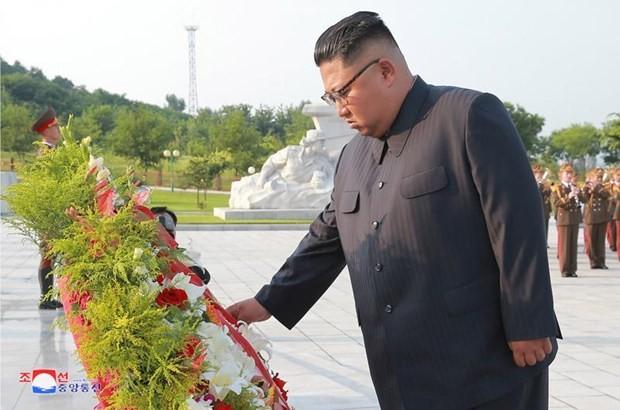 Kim Jong-un homenajea a soldados norcoreanos caídos en la Guerra de Corea - ảnh 1