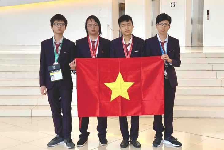 Estudiantes vietnamitas consiguen dos oros en Olimpiada Internacional de Informática - ảnh 1