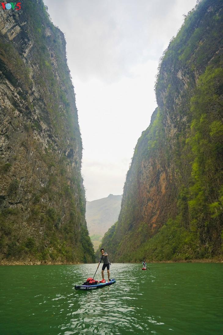 Khám phá vẻ đẹp hoang sơ của hẻm vực sâu nhất Đông Nam Á ở Hà Giang - ảnh 1