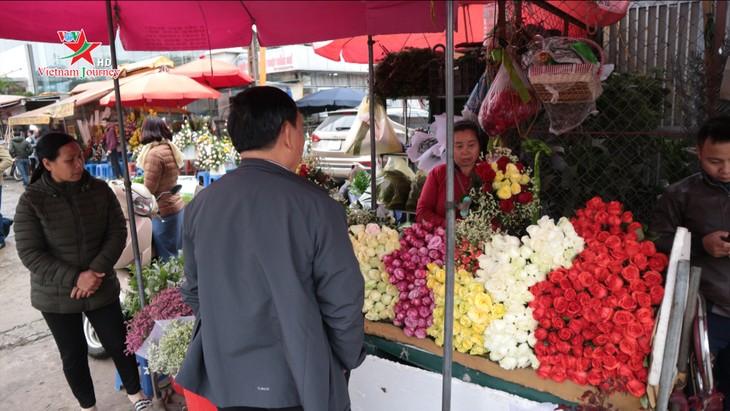 Ngày Quốc tế Phụ nữ 8/3 đa dạng các loại hoa hồng tại thủ đô - ảnh 10