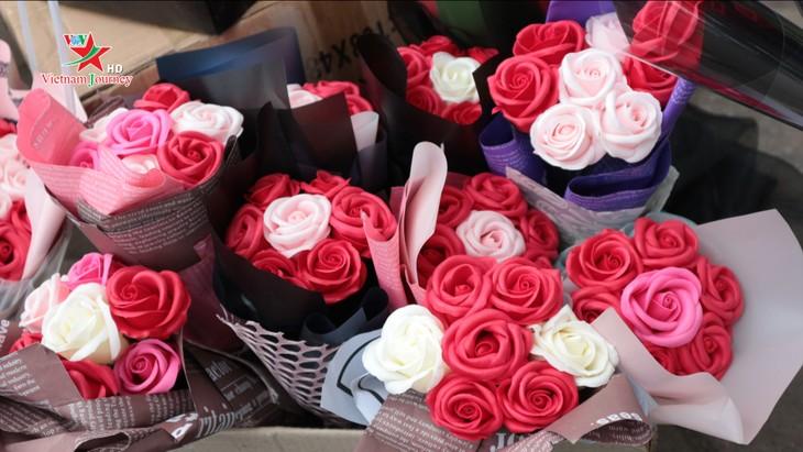 Ngày Quốc tế Phụ nữ 8/3 đa dạng các loại hoa hồng tại thủ đô - ảnh 11