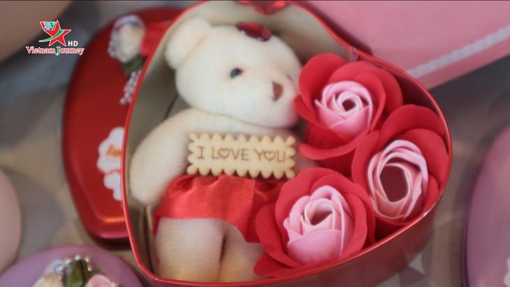 Ngày Quốc tế Phụ nữ 8/3 đa dạng các loại hoa hồng tại thủ đô - ảnh 12
