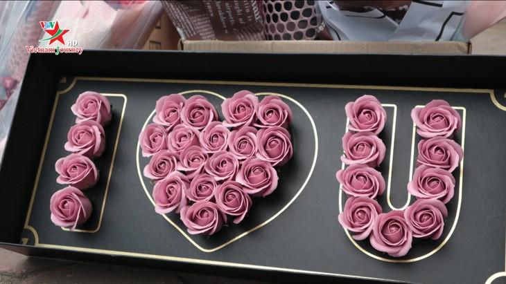 Ngày Quốc tế Phụ nữ 8/3 đa dạng các loại hoa hồng tại thủ đô - ảnh 13