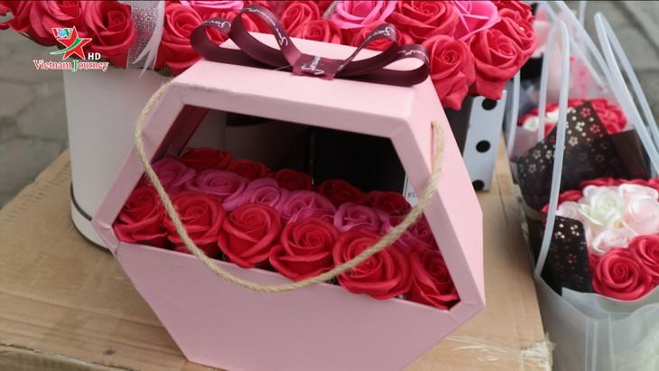 Ngày Quốc tế Phụ nữ 8/3 đa dạng các loại hoa hồng tại thủ đô - ảnh 14