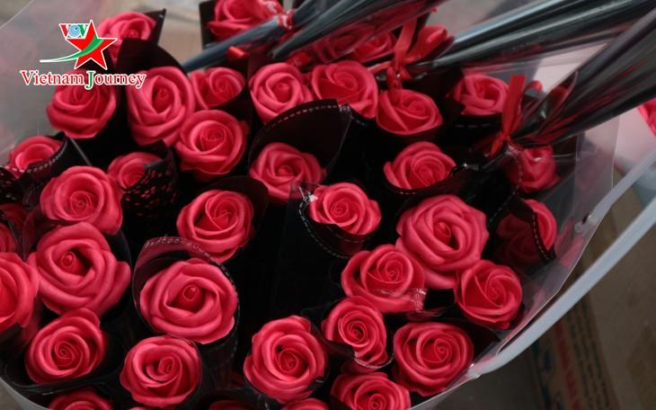 Ngày Quốc tế Phụ nữ 8/3 đa dạng các loại hoa hồng tại thủ đô - ảnh 1