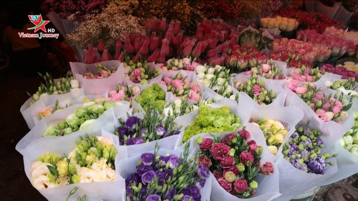 Ngày Quốc tế Phụ nữ 8/3 đa dạng các loại hoa hồng tại thủ đô - ảnh 2