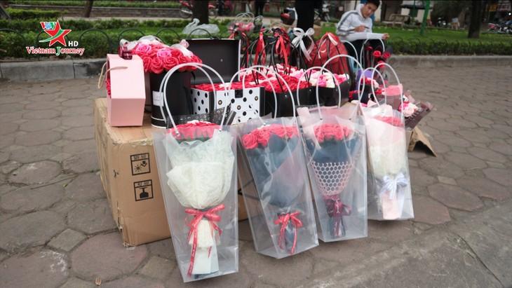 Ngày Quốc tế Phụ nữ 8/3 đa dạng các loại hoa hồng tại thủ đô - ảnh 4