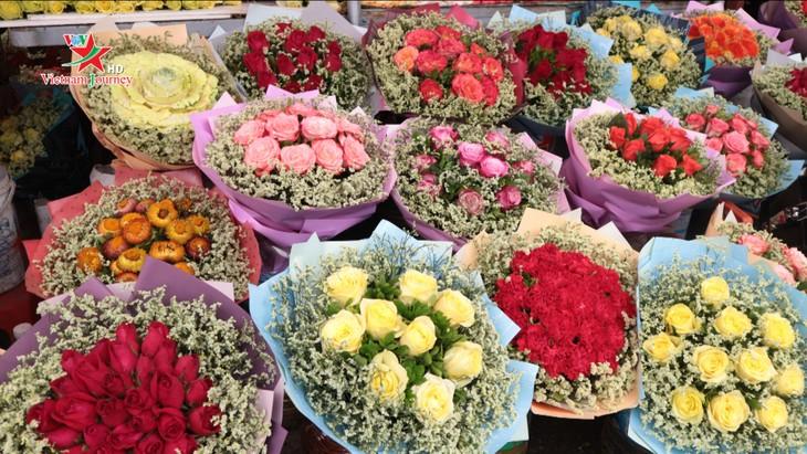 Ngày Quốc tế Phụ nữ 8/3 đa dạng các loại hoa hồng tại thủ đô - ảnh 9