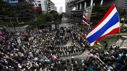 ศาลไทยสั่งห้ามใช้ความรุนแรงกับผู้ชมนุม - ảnh 1