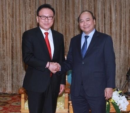 รองนายกรัฐมนตรีเหงียนซวนฟุกให้การต้อนรับกงสุลใหญ่กิตติมศักดิ์ของเวียดนาม ณ สาธารณรัฐเกาหลี - ảnh 1
