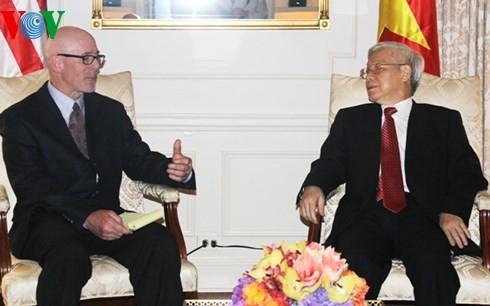 ท่านเหงียนฟู้จ่องพบปะกับหัวหน้าพรรคคอมมิวนิสต์และเพื่อนมิตรฝ่ายซ้ายสหรัฐ - ảnh 1