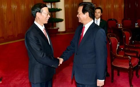 นายกรัฐมนตรีเหงียนเติ๊นหยุงให้การต้อนรับรองนายกรัฐมนตรีจีน - ảnh 1