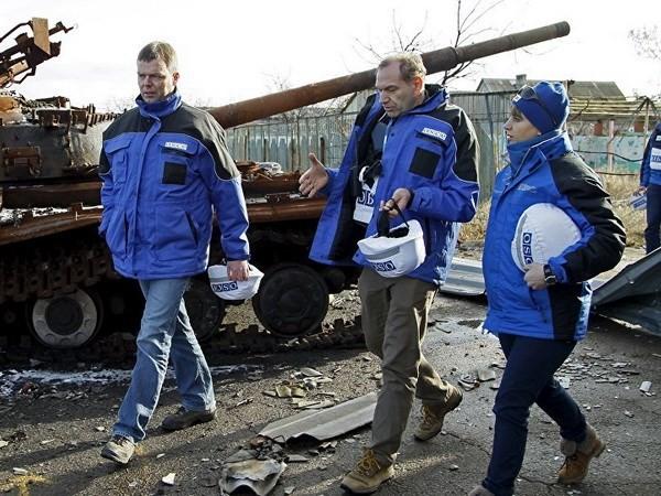 เกิดเหตุยิงโจมตีใส่กลุ่มผู้สังเกตการณ์ OSCE ในภาคตะวันออกของยูเครน - ảnh 1