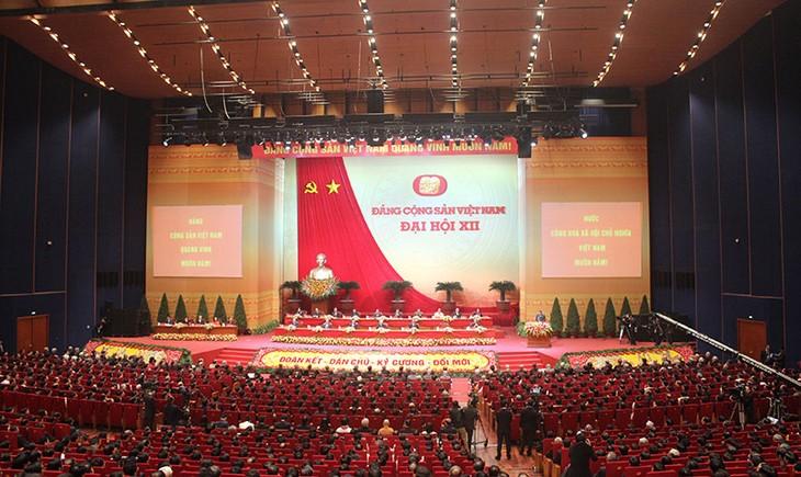 พิธีเปิดการประชุมสมัชชาใหญ่พรรคคอมมิวนิสต์เวียดนามสมัยที่ 12 - ảnh 1