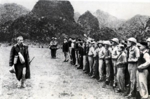 ฉลองครบรอบ 75 ปีประธานโฮจิมินห์กลับประเทศชี้นำการปฏิวัติ - ảnh 1