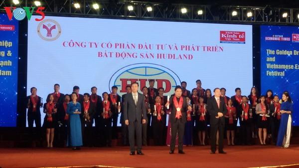 """สถานประกอบการกว่า 160 แห่งได้รับรางวัล """"มังกรทอง"""" และเครื่องหมายการค้าดีเด่นของเวียดนาม - ảnh 1"""