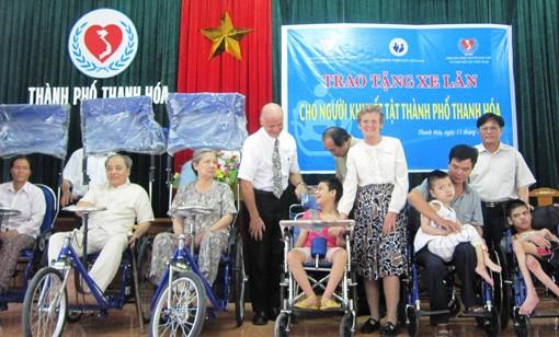 พยายามเพื่อการปรับตัวเข้ากับชุมชนของคนพิการเวียดนาม - ảnh 1