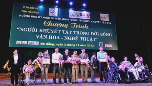 พยายามเพื่อการปรับตัวเข้ากับชุมชนของคนพิการเวียดนาม - ảnh 2