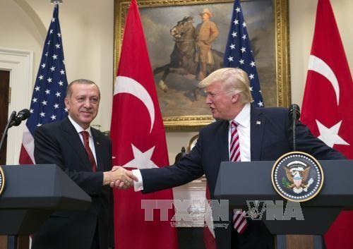 ผู้นำสหรัฐและตุรกีเร่งรัดให้ทุกฝ่ายที่เกี่ยวข้องในอ่าวเปอร์เซียลดความตึงเครียด - ảnh 1