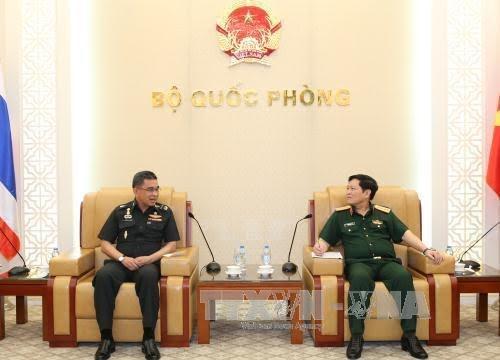 รัฐมนตรีกลาโหมเวียดนามให้การต้อนรับปลัดกระทรวงกลาโหมไทย - ảnh 1