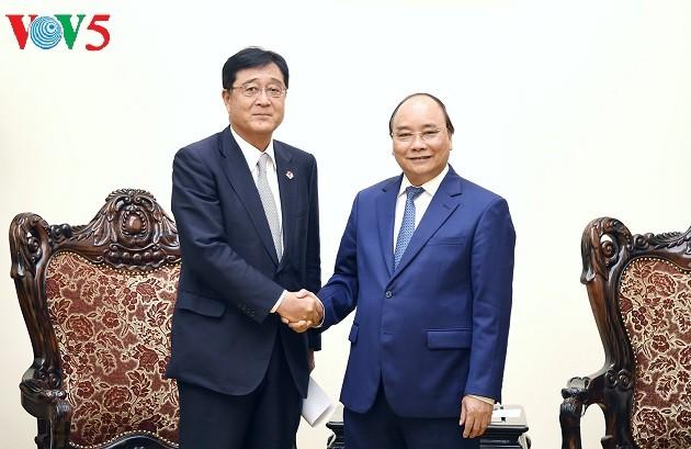 นายกรัฐมนตรี เหงียนซวนฟุกให้การต้อนรับผู้อำนวยการใหญ่ฝ่ายบริหารกลุ่มบริษัท Mitsubishi Motors - ảnh 1