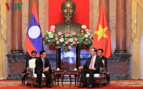 ผู้นำพรรค รัฐและรัฐสภาเวียดนามให้การต้อนรับรองประธานประเทศลาว พันคำ วิพาวัน - ảnh 1