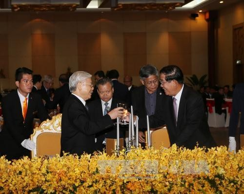 ส่งเสริมความสามัคคีมิตรภาพที่มีมาช้านานและความร่วมมือในทุกด้านระหว่างเวียดนามกับกัมพูชา - ảnh 1